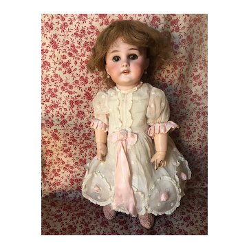 Lovely antique French incised Dep Tête Jumeau doll size 5!
