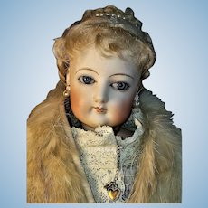 17 inch French Fashion FG Almond-Eyed Doll