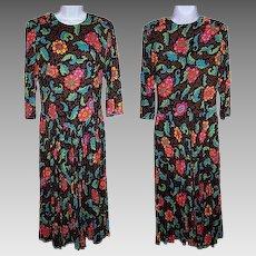 Size 9 / 10 Dress Bright Floral Print Drop Waist Asian Influence Batik Flowered