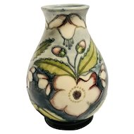 Beautiful Moorcroft Vase - Signed & Dated ** - Made in England