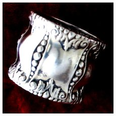 Art Nouveau Pearls or Peas, Sterling Napkin Ring by Alvin With Puff design and Gorgeous Borders