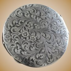 BIG 800 silver Compact in Minty Condition With Beautiful Hand Engraved Design Vintage Silver From Italy 1950's