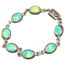 Pretty Sterling and Green Stone handmade Bracelet From Mexico in Excellent Condition