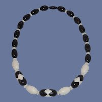 Black and White 1960's Retro Beaded Necklace