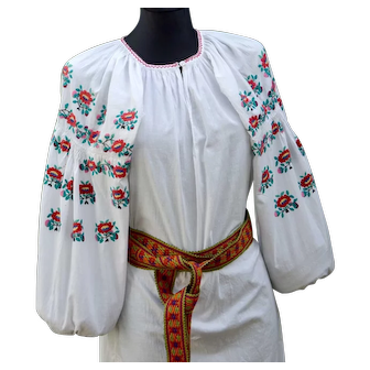 Elegant and pretty embroidered colorful dress vyshyvanka 1950s, excellent condition, S-L