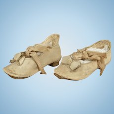 Wonderful Antique Cream Leather Shoes with Small Heel