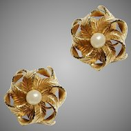 Vintage chic 1960 metal golden tone earrings pair leaves and faux pearls in the shape of a flower clip on