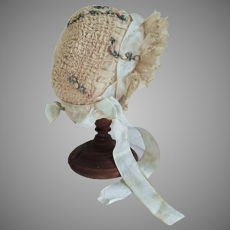 """Very sweet antique silk and lace baby bonnet for French German bisque bebe doll 14"""" circ. head"""