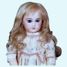 Gabrielle size 8 ~ Antique-Style Medium Blond Mohair Wig