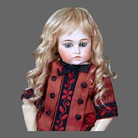 Gabrielle size 6-7 ~  Antique-Style Medium Blond Mohair Wig