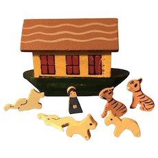 Adorable Micro Miniature Wooden 8 Piece Noah's Ark & Animals