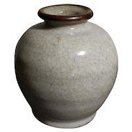 Elegant Antique Porcelain Ge Bottle (17th to 19th c, Qing Dynasty)