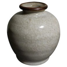 Elegant Antique Porcelain Ge Ware Bottle (17th to 19th c, Qing Dynasty) 清代哥窑罐