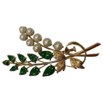 18k Jade and Cultured pearl pin.