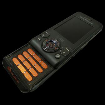 Vintage Sony Ericcson Walkman AT&T Slide Cell Phone