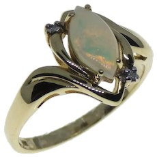 10K Yellow Gold Opal Cabochon & Diamond Accents Ring Size 7