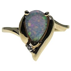 Beautiful 10K Yellow Gold Opal & Diamond Accent Ring Size 7
