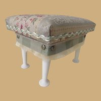 Elegant Salon Bench for your French Fashion Vignette