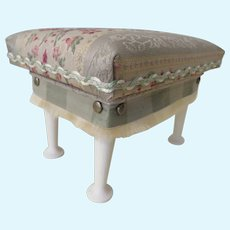 Elegant Salon Bench for your French Fashion Vignette