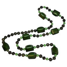 """AMAZING Vintage 26"""" Two Tone Green and Yellow Swirl Bakelite Agate & Glass Bead Necklace"""