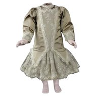"Green/beige dress for 21-23"" doll"