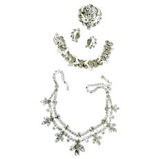 Return to Elegance Weiss Soft Grey Necklace Bracelet Earrings Brooch