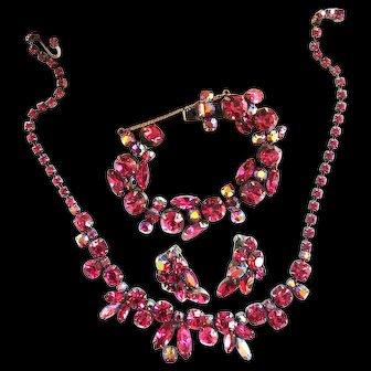 Back to Elegance Regency Fuchsia Necklace Bracelet Earrings 50s