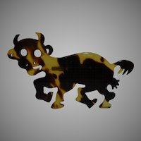 Fun Faux  Plastic Tortoise Shell Crazy Cow Brooch Pin