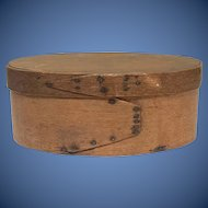 New England Early 19th century lap finger joint Pantry Box oval in shape with great surface in excellent condition