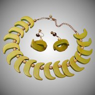 Green Bakelite Necklace and Matching Earrings