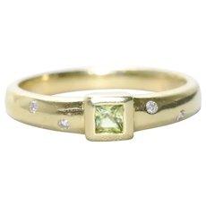 Vintage 18KT Yellow Gold .15 CT Princess Cut Peridot .08 CT Diamond Ring