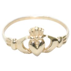 Vintage 14KT Yellow Gold Irish Claddagh Ring