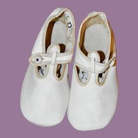 Pretty White Kid Leather Shoes for Large Doll