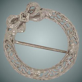10k White Vintage Lace Wreath Brooch