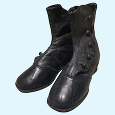 Darling Black Leather Victorian Style High Button Boots w/ Cute Heal!