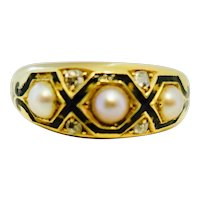 Excellent Victorian Mourning Ring in 18K Gold