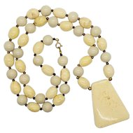Vintage Lucite Cream Ivory Swirl Necklace with Pendant