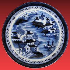 """John Rose Coalport Plate, Dark Blue Chinoiserie, """"Curly Pagodas"""", Antique Early 19th C"""