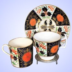 """Antique Coalport Porcelain Trio: Cup, Coffee Can & Saucer,  """"Crab Claw"""" Imari Pattern, Early 19 C"""
