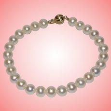 Vintage 9 kt Gold Cultured Lustre Pearls Bracelet