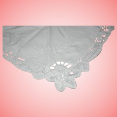 Vintage White Embroidered Macrame Handkerchief