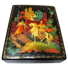 Early 20th Century Paper Mache Lacquered Hand Painted and Signed Russian Box