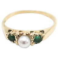Emerald and pearl ring in 14 carat gold