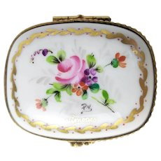 Antique Porcelain 19th Century Jewellery, pill box in fine hand-painted porcelain floral decor  French Antique