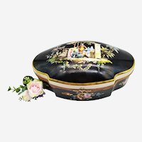 Antique Porcelain Jewellery Box Hand-painted Decorated With A Chinese Family Style Napoleon III 19th C.