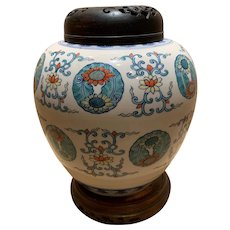 Japanese avoid porcelain jar
