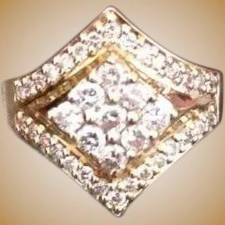 Bague en or 18K sertie de 39 diamants