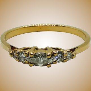 """Bague """"jarretière"""" en or 18 K et diamant"""