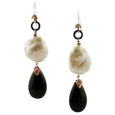 Onyx drops and Baroque Pearls Dangle Earrings