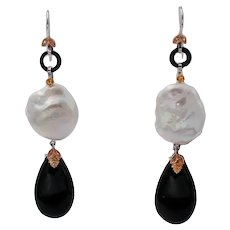 Onyx drops and Baroque Pearls Dangle Earrings